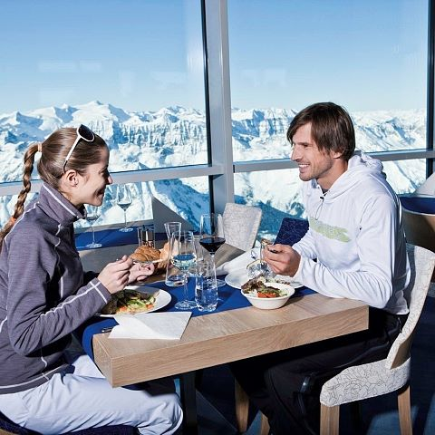 dining_at_the_kitzsteinhorn_peakworld_3000_at_3000m